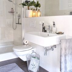 Kleines Bad gestalten Double Vanity, Home And Living, Cabinet, Bathroom, Inspiration, Modern, Small Bathrooms Decor, Small Bathroom With Shower, Bathroom Small