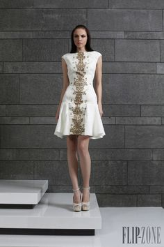 Tony Ward Fall-winter 2014-2015 - Ready-to-Wear - http://www.flip-zone.com/tony-ward-4639