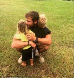 He made a name for play Thor, God of Thunder and Chris Hemsworth channelled a slightly less well-known God while out with wife Elsa Pataky for a dinner date. Chris Hemsworth Thor, Chris Hemsworth Family, Hemsworth Brothers, Elsa Pataky, Snowwhite And The Huntsman, Hot Dads, Z Cam, Cute Family, Family Goals