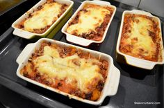 tava cu musaca de cartofi la cuptor Lasagna, Carne, Macaroni And Cheese, Side Dishes, Food And Drink, Ethnic Recipes, Kitchens, Mac And Cheese, Side Dish