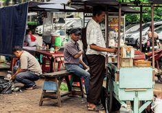 Tempat Makan dan Minum Kaki Lima   Ditrotoar, Street Photography