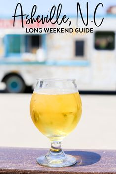 A Long Weekend Guide To Asheville, NC A complete guide to Asheville, North Carolina full of the best places to eat, cocktail bars, places to explore and the best hikes. Ashville North Carolina, Ashville Nc, Charlotte North Carolina, South Carolina, Asheville Restaurants, Visit Asheville, Asheville Hiking, Weekend Trips, Viajes