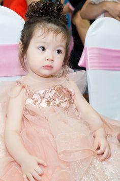 Bé Mộc Trà diện đầm đôi, lần đầu xuất hiện cùng mẹ Elly Trần tại sự kiện - Ảnh 9.