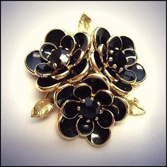 Black Glass Flower Pin Big Rare Gold Brooch 1950s Vintage Jewelry   http://www.greatvintagejewelry.com/inc/sdetail/black-glass-flower-pin-big-rare-gold-brooch-1950s-vintage-jewelry-/19876