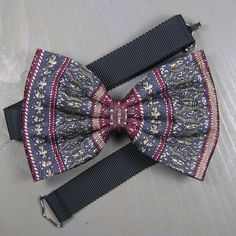 Items similar to Bow Tie, Bow Ties For Men, Mens Gift, Wedding Bow Tie, Vintage Clothing on Etsy Bow Tie Wedding, Gift Wedding, Vintage Clothing, Vintage Outfits, Tie Bow, Silk Ties, Grosgrain, Bows, Unique