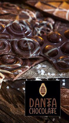 Recién salido:  Nuestro inusual y delicioso chocolate oscuro con sal ahumada.  Otro producto que sólo encuentra en Danta Chocolate.