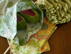 Darling DIY shoe bags....great idea with summer traveling right around the corner