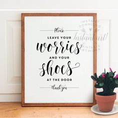 Remove your shoes sign PRINTABLE art,take shoes off sign,mud room art,shoes off… Shoes Off Sign, Remove Shoes Sign, Funny Wall Art, Take Off Your Shoes, D House, Logan House, Tips & Tricks, Mudroom, Printable Art