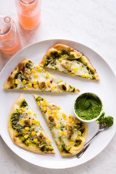 Recipe: Grilled Pesto Chicken Flatbreads | Kitchn Flatbread Appetizers, Hot Appetizers, Easy Dinner Recipes, Easy Meals, Dinner Ideas, Easy Recipes, Summer Recipes, Dinner Menu, Gourmet