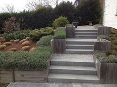 escalier en pavés de pierre bleue et bordure en azobée