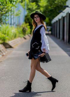 Pin for Later: Lasst euch inspirieren vom Stil der Hauptstadt mit den besten Street Style Bildern der Berlin Fashion Week  Beatrice Gutu in einem Kleid von Finders Keepers, Bluse von Edited, Hut von Brixton.