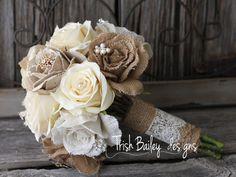 Toile de jute et Bouquet de mariée dentelle