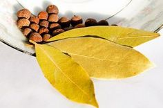 Bay Leaves (Laurus nobilis, Lauraceae) have a long and noble history (Bay leaves infusion promotes sweating, breaking fever, and flu symptoms) Bay Leaf Benefits, Home Remedies, Natural Remedies, Burning Bay Leaves, Laurus Nobilis, Dry Leaf, Health And Beauty Tips, Jamaica, Spice Things Up