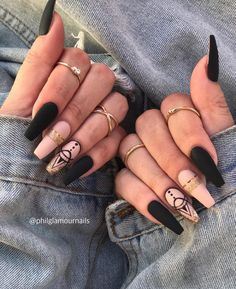 elegant black stiletto nail designs for winter holidays 86 Black Stiletto Nails, Black Acrylic Nails, Coffin Nails Long, Best Acrylic Nails, Stylish Nails, Trendy Nails, Cute Nails, My Nails, Glamour Nails