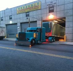 Nice pic of a Pete picking up or unloading a load in Brooklyn N.Y.