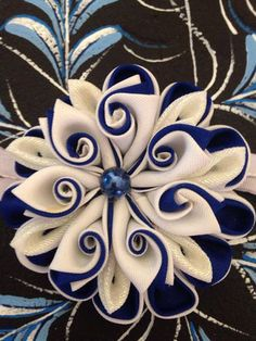 Diy Arts And Crafts, Diy Craft Projects, Crafts To Do, Diy Crafts, Craft Ideas, Paper Flowers Diy, Fabric Flowers, Art Crea, Fabric Origami