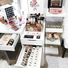 Large Makeup Storage #largemakeupstorage Makeup organizer ideas from cheap ones to complete vanity makeup storage ideas are gathered here. Pick your fav one among acrylic, bag, plastic, or small ones! #makeuporganization #makeupcase #makeupstorage #makeupbag