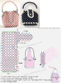 miniature handbags - many designs - . Bead Loom Patterns, Beaded Jewelry Patterns, Beading Patterns, Beaded Boxes, Beaded Purses, Beaded Crafts, Beaded Ornaments, Diy Purse, Beaded Animals