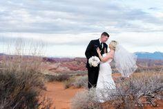We LUV it when brides wear veils! #valleyoffirewedding #desertwedding #lasvegaswedding #luvbug #mobilewedding