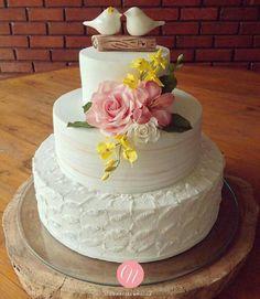 ❤️ _ _ by Noivas 👰🏽💍🤵🏼💐 Beautiful Wedding Cakes, Gorgeous Cakes, Pretty Cakes, Cute Cakes, Wedding Cake Designs, Wedding Cake Toppers, Happy Wedding Anniversary Wishes, Naked Cakes, Marshmallow Fondant