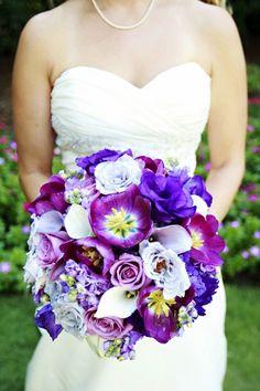 Duftstrauß mmit Callas Rosen und violetfarbene Blüten-Ideen Hochzeit Highlights