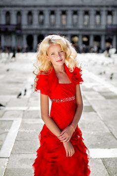 Children's photography, Family photography, Mariya Mikhaylyuk Photography, Girls Portraits, Outdoor Portraits, kids portrait, Venise, Venize, photosession, red dress, San Marco