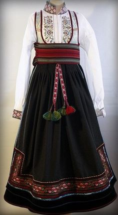 no - Mulighetenes marked Folk Costume, Costumes, That Look, Culture, Folklore, Norway, Barn, Clothes, Beautiful