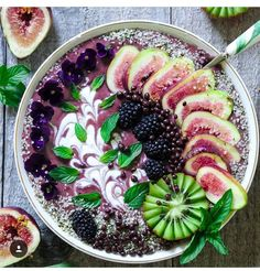 This is the prettiest healthy food EVER - Health Food Smoothie Bowl, Acai Smoothie, Fruit Smoothies, Healthy Smoothies, Smoothie Recipes, Healthy Snacks, Smoothie Menu, Raw Food Recipes, Healthy Recipes