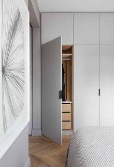 Design Tips for Modern Closet Doors - Best Door ideas Bedroom Built In Wardrobe, Bedroom Closet Design, Wardrobe Doors, Closet Designs, Home Bedroom, Apartment Interior, Apartment Design, Modern Closet Doors, My New Room