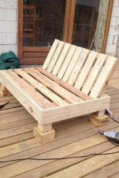 Decoy construcción furniture with recycled pallets