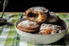 Gogoși pufoase de post, rețeta simplă, cu ingrediente la îndemână. Gogosi de post - un desert tradițional, spornic și sățios, pe placul întregii familii. Cum se prepară gogoși pufoase de post. Doughnut, Mango, Muffin, Cooking, Breakfast, Desserts, Food, Inspiration, Sweets