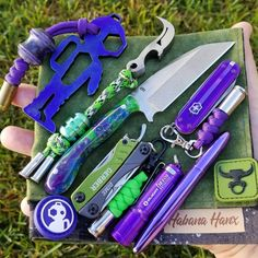 Edc Carry, Edc Everyday Carry, Tactical Patches, Tactical Gear, Birthday Gifts For Teens, Teen Birthday, Bug Out Gear, Fisher Space Pen, Duct Tape Flowers