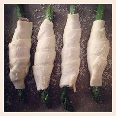 Gustosissimi involtini di sfoglia con asparagi prosciutto crudo e parmigiano: ecco come prepararli!