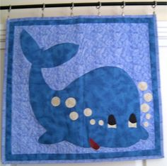 whale love it Free Applique Patterns, Baby Quilt Patterns, Applique Templates, Applique Quilts, Quilting Projects, Quilting Designs, Sewing Projects, Machine Applique, Machine Embroidery