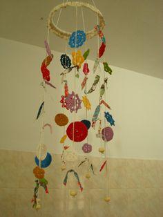 Mobile Flores Coloridas (inspiração Emma Lamb) http://www.etsy.com/listing/98827779/spring-flowers-hand-crochet-merry-mobile?
