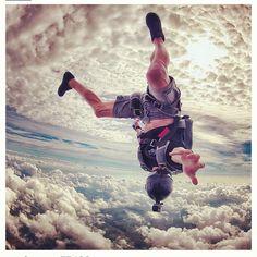 Sky diving #camera #picoftheday #cloudsandwich by Kian @Kian__ on Instagram