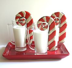 Candy Cane Cookies in Milk (these are gingerbread, but I'd make peppermint) Cute serving idea! Christmas Sweets, Noel Christmas, Christmas Goodies, Christmas Decor, Candy Cane Cookies, Sugar Cookies, Candy Canes, Santa Cookies, Milk Cookies