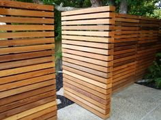Wooden fence designs - beautiful exterior solutions - beautiful wooden garden fence protect garden house facade Informations About Holzzaun Designs – Sc - Wood Fence Design, Gate Design, Exterior Solutions, Fence Styles, Modern Garden Design, Landscape Design, Modern Fence, Facade House, House Facades