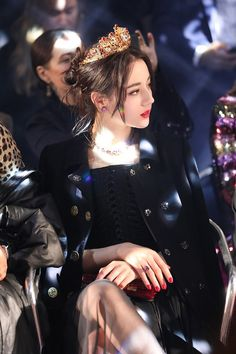 Dilraba Dilmurat - Belezza,animales , salud animal y mas Look Fashion, Korean Fashion, Fashion Outfits, Looks Chic, Beautiful Asian Girls, Ulzzang Girl, Asian Woman, Girl Photos, Kpop Girls