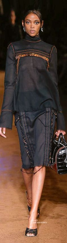 """Visit www.pajamashoppingmama.com to receive Cashback on any Prada products at your favorite stores! Click """"register"""" on the Dubli site, and start shopping."""