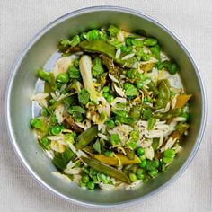 Vignole with orzo and lemon (Roman green bean / pea salad) - Yotam Ottolenghi Pea Recipes, Vegetable Recipes, Salad Recipes, Vegetarian Recipes, Veggie Food, Lamb Recipes, Dinner Recipes, Veg Dishes, Vegetable Side Dishes