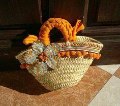 Cesto decorado Beach Basket, Shabby Chic Art, Diy Sac, Diy Tote Bag, Flower Bag, Craft Bags, Basket Bag, Fabric Bags, Knitted Bags