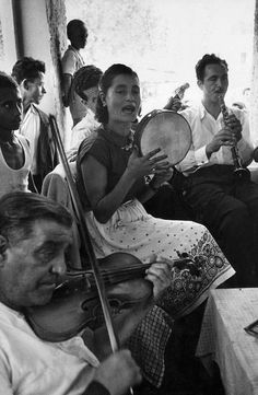 ΑΡΧΑΙΑ ΟΛΥΜΠΙΑ - 1951 - Η ΟΡΧΗΣΤΡΑ ΣΤΟ ΠΑΝΗΓΥΡΙ ΤΟΥ ΧΩΡΙΟΥ - ΦΩΤ. DAVID SEYMOUR