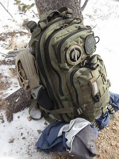 MaxPedition Falcon II Backpack, Foliage Green. The Falcon II backpack (#0513) is the dramatically improved second generation of our military assault daypack that has been upgraded with the amenities of daily use in mind while not compromising the integrity of rugged battlefield construction.: