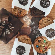 Imagen de Cookies, food, and chocolate Biscuits Packaging, Baking Packaging, Bread Packaging, Dessert Packaging, Cookie Packaging, Food Packaging Design, Cookies Branding, Peanut Butter Cookie Recipe, Cookie Recipes