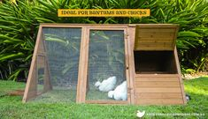 More ideas below: Easy Moveable Small Cheap Pallet chicken coop ideas Simple Lar. Weitere Ideen un Chicken Coop On Wheels, Walk In Chicken Coop, Cheap Chicken Coops, Chicken Coop Pallets, Mobile Chicken Coop, Portable Chicken Coop, Best Chicken Coop, Backyard Chicken Coops, Chicken Coop Plans