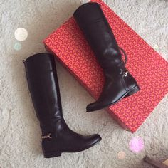 "💕HOST PICK💕Tory Burch Jess Boot 💕PM Editor Pick💕🚫TRADES🚫PayPal. Tory Burch Jess in black. Beautiful equestrian-inspired silhouette of rich leather, backed by gleaming signature hardware. Stacked heel, 1"" (25mm) Shaft, 17¼"" Leg circumference, 14"" Leather upper Side zip Leather lining and sole PRE💜 but in excellent condition. Will ship with original box. Tory Burch Shoes Winter & Rain Boots"