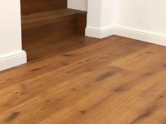 #parkett #landhausdiele #eiche caramel #sockelleisten weiß Hardwood Floors, Flooring, Wood Floor, Interior Design, Homes, Wood Floors Plus, Wood Flooring, Hardwood Floor, Floor