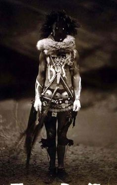 Body and face make is used to attract specific energies and powers to be used by the shaman when conducting ritual. Seneca Indians Belief in Witchcraft and Demons Native American Photos, Native American History, American Indians, Seneca Indians, Native American Mythology, Native American Legends, Native American Warrior, Skin Walker, Cultures Du Monde