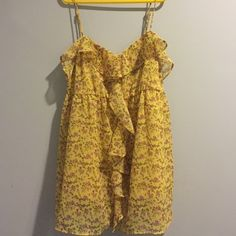Top Cute yellow flower top, worn it twice Candie's Tops Blouses